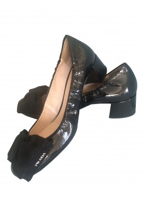PRADA Lackleder Pumps schwarz