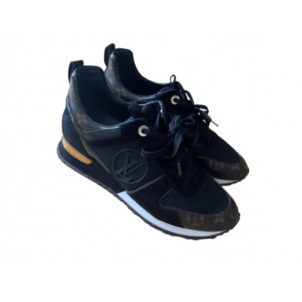 LOUIS VUITTON Run away sneaker Gr. 39