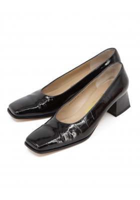 Ferragamo Kroko Embossed Pumps